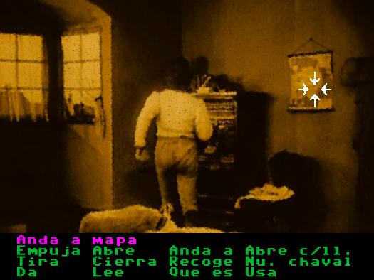 En una aventura con intefaz de verbos, el cursor marca un mapa en la pared y el personaje se dirige hacia allí.