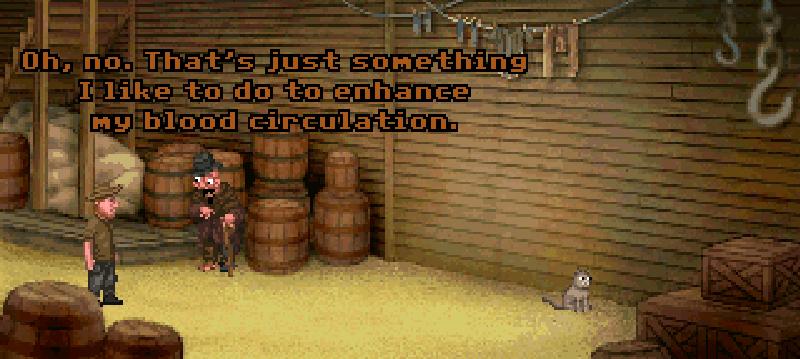 Fester habla con un extraño personaje en un callejón.